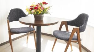 エステ・タイムの椅子と机