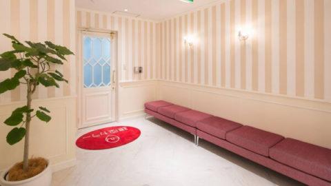 銀座カラーの待合室
