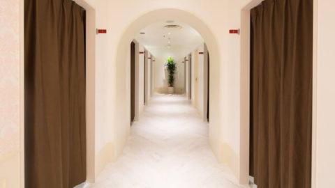 銀座カラーの廊下