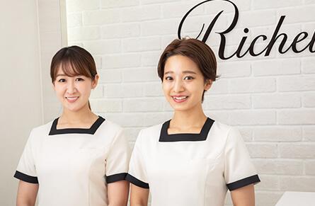 リシェルの2人の女性スタッフ