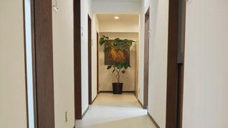 東京形成美容外科の廊下