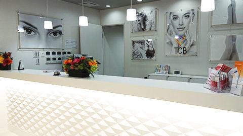 TCB東京中央美容外科の受付カウンター